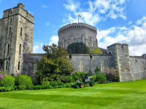 Lacock, Stonehenge, Bath, and Windsor Castle tour from London